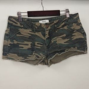 Forever 21 Camouflage Camp Cut Off Shorts 28